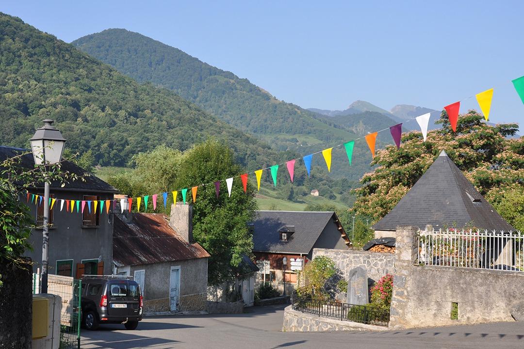 Centre du village Esparros