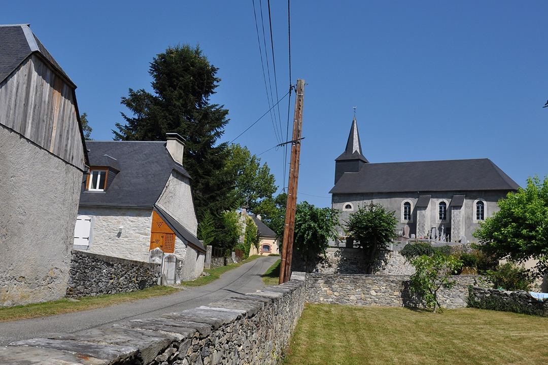 rue vers l'Eglise Lomné