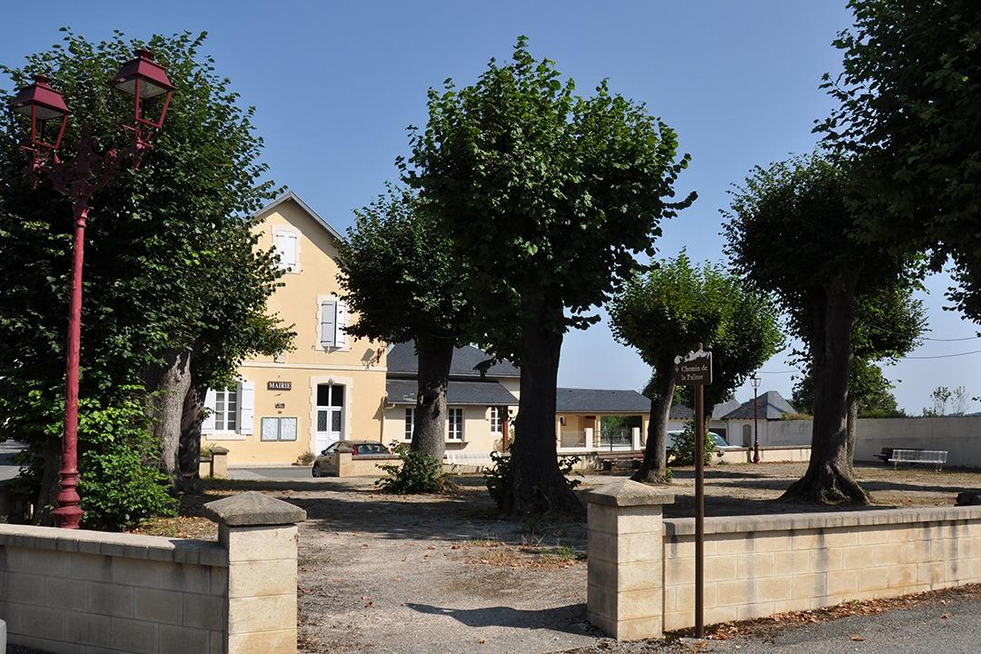 Place du village de Lutilhous