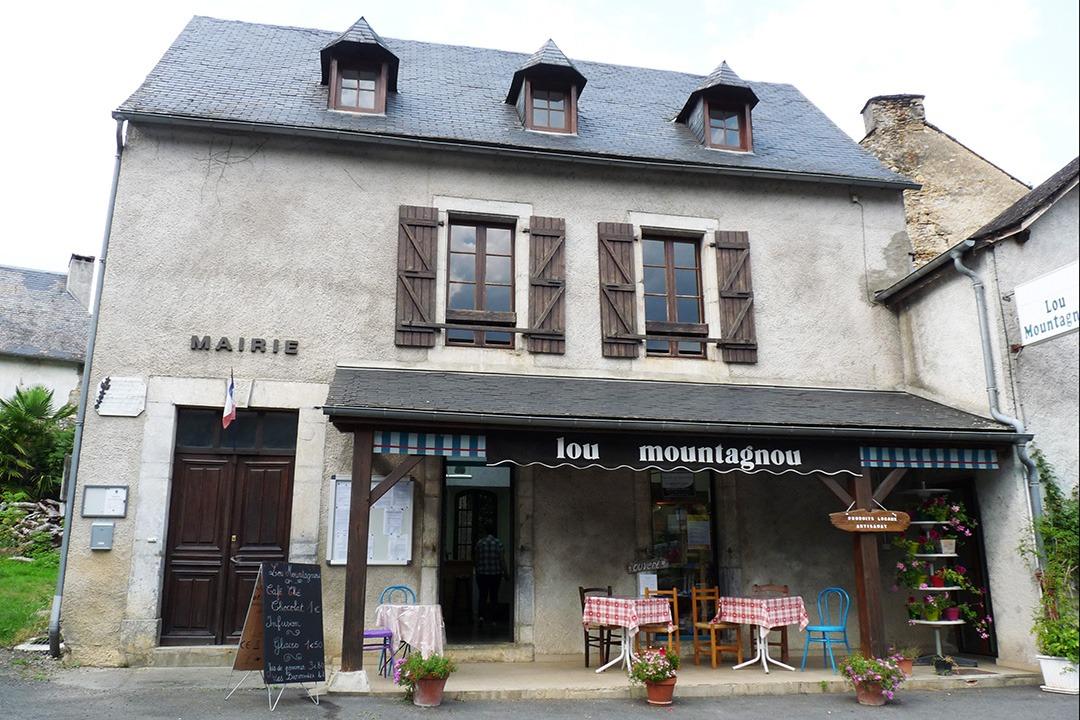 Lou Montagnou et Mairie d'Esparros