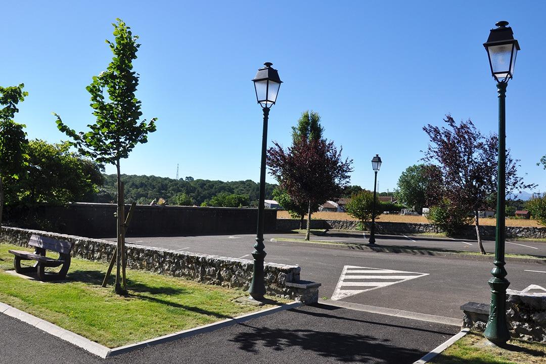 Place du village Uglas