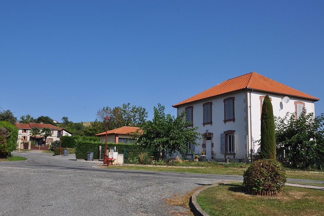 Centre du village Sentous