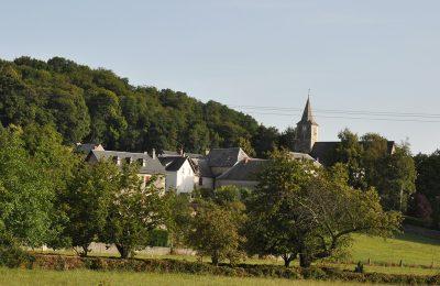 Vue éloignée du village Saint Arroman
