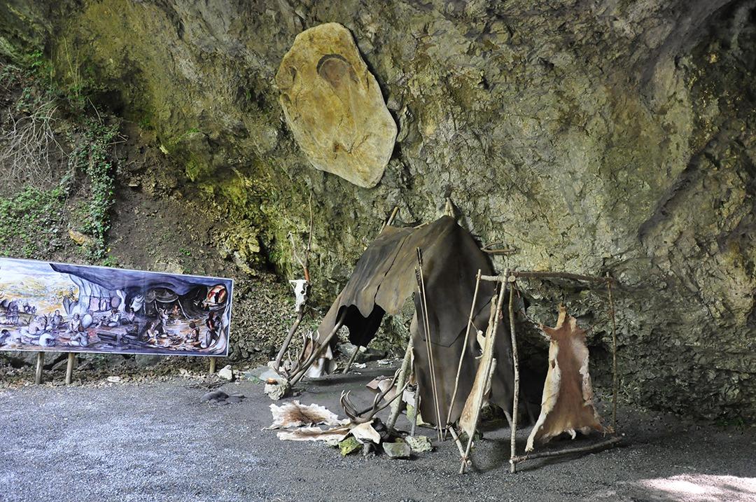 Abris préhistorique de démontration